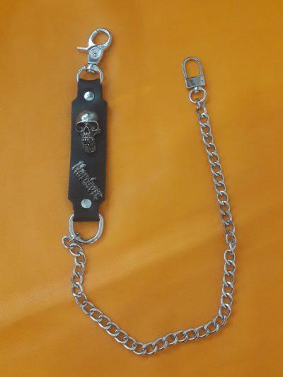 łańcuch do spodni z metalową czaszką