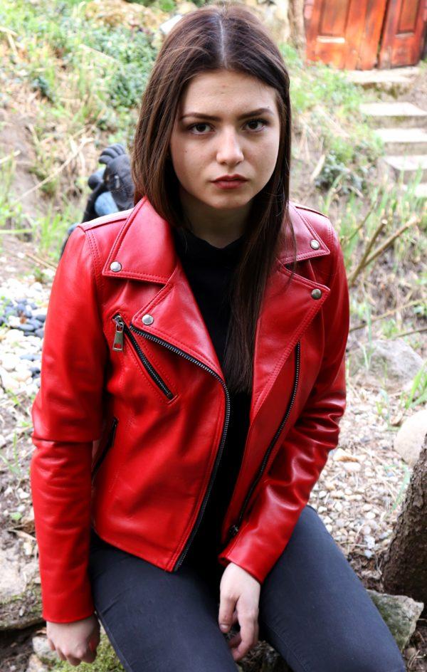 czerwona klasyczna kurtka skórzana ramoneska damska