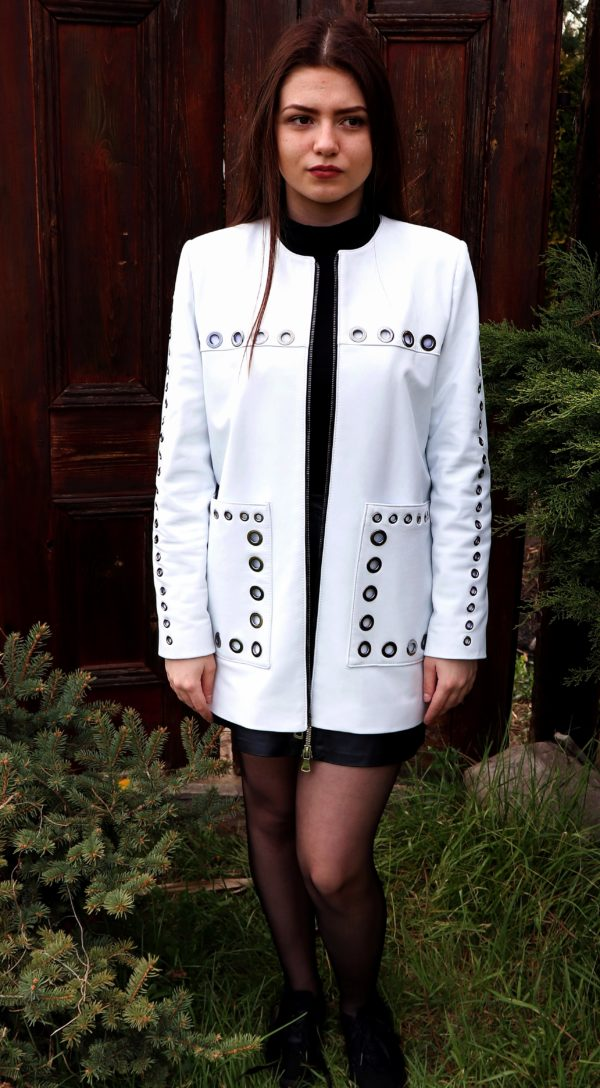 Biały skórzany płaszcz damski